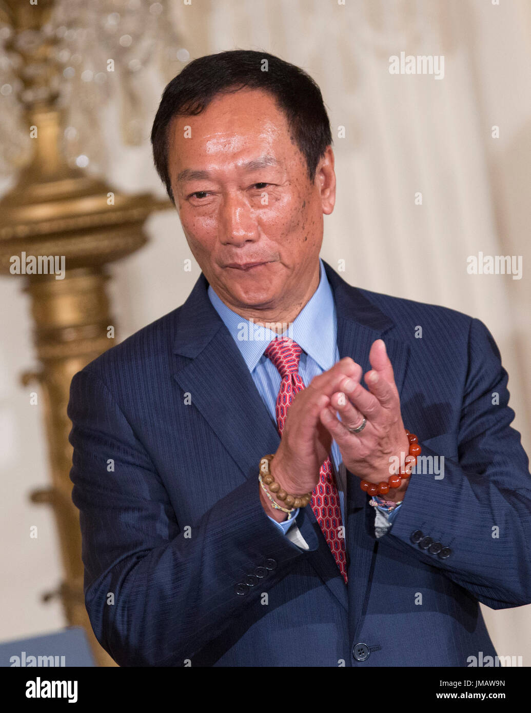 Washington, Us. 26th July, 2017. Foxconn CEO Terry Gou applauds during the announcement of the creation of a Foxconn Stock Photo