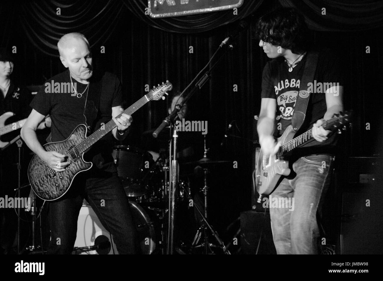 (L-R) Musician Peter Frampton Davy Knowles perform Mint September 28,2009 Los Angeles. - Stock Image