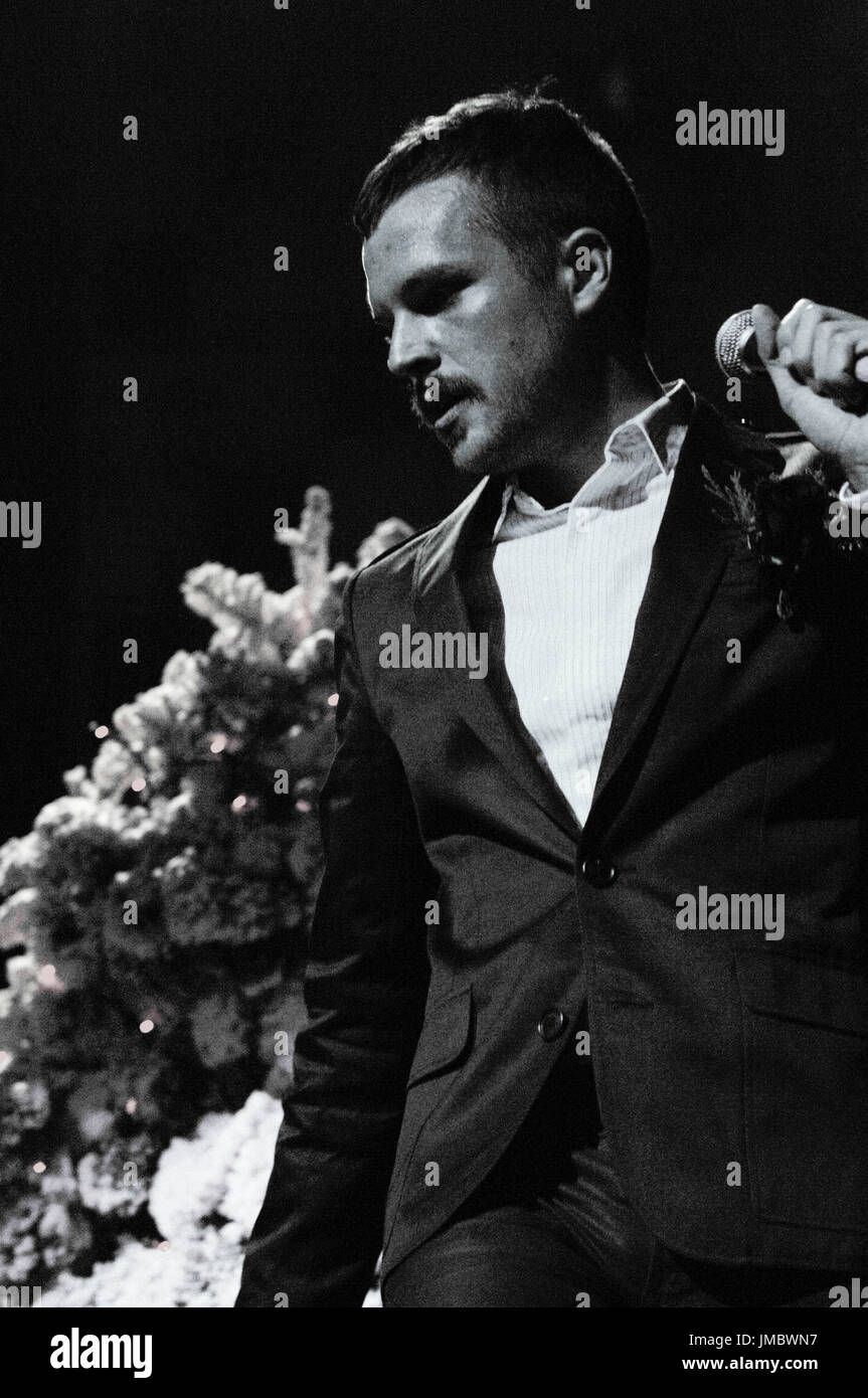 Brandon Flowers Killers performs 2007 KROQ Almost Acoustic Christmas ...