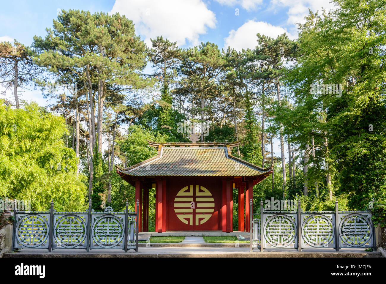 Front view of the Indochinese Memorial Temple in the Garden of Tropical Agronomy in Paris, dedicated to the Vietnamese soldiers who died for France. - Stock Image