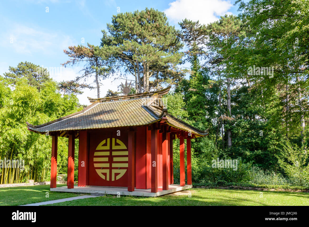 General view of the Indochinese Memorial Temple in the Garden of Tropical Agronomy in Paris, dedicated to the Vietnamese soldiers who died for France. - Stock Image