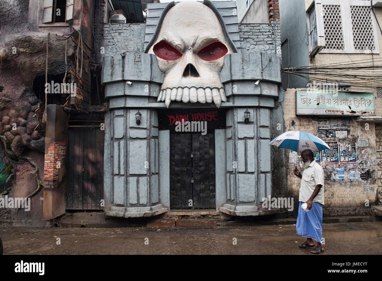 Man and ghoul, Dhaka, Bangladesh - Stock Image