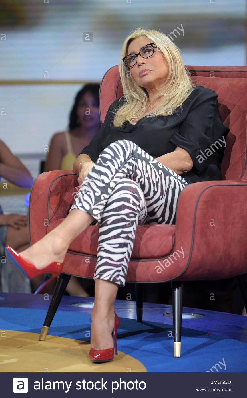 Mara venier feet