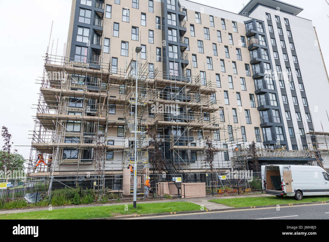 Workmen at Kennedy Gardens high rise flats in Billingham,Teesside,England, removing unsafe cladding after checks in the wake of  Grenfell Tower fire - Stock Image