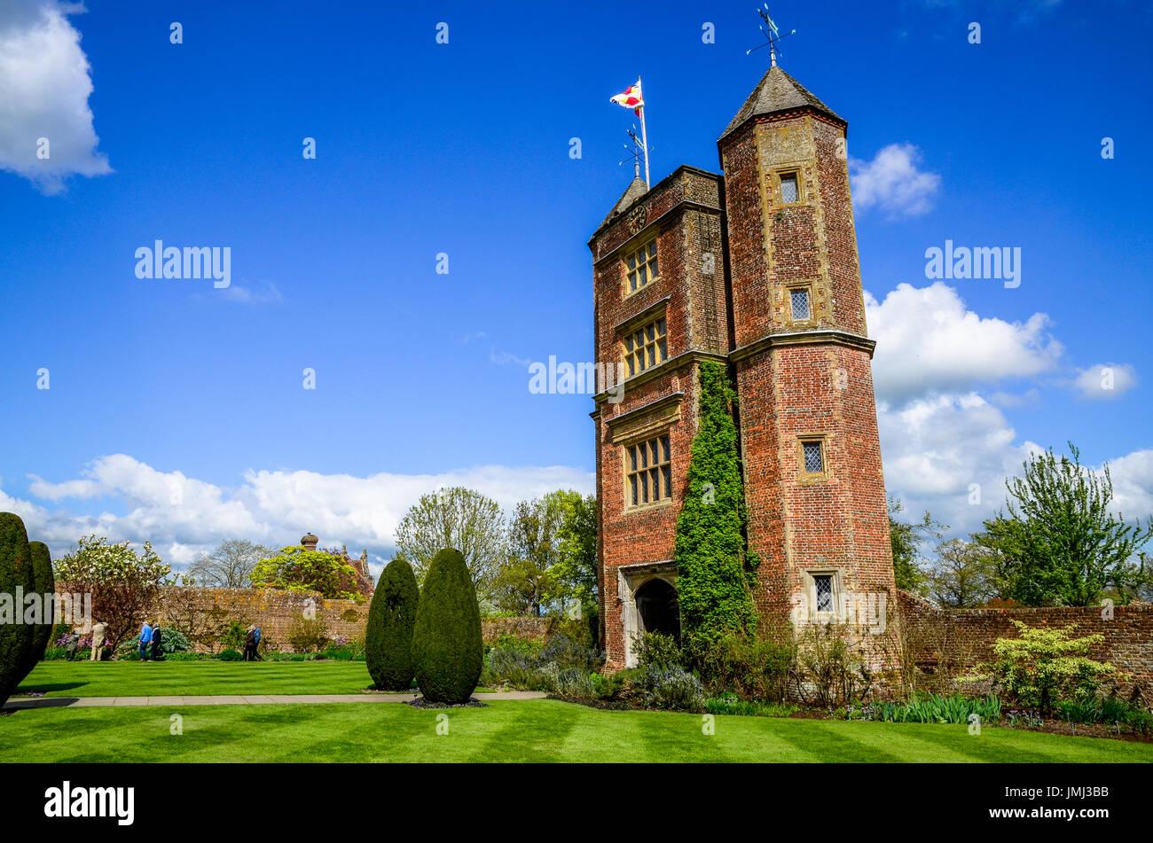 The Elizabethan tower at Sissinghurst Castle Garden in Kent - Stock Image