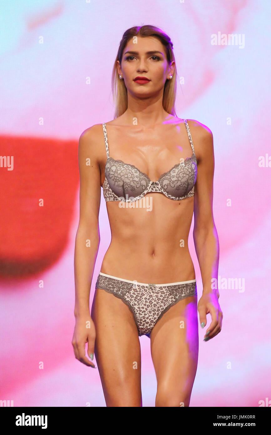 Feet Giuliana Farfalla nude (88 photo), Topless, Hot, Twitter, bra 2020