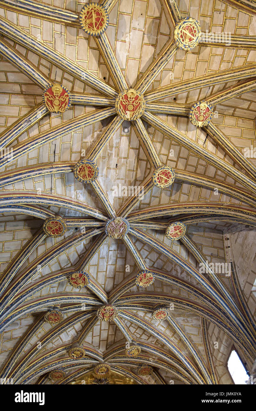 Cross ribbed vault with ceiling rosettes ornamented with shields in 'Knights Chapel', in Santa Maria cathedral, Cuenca, Castilla La Mancha, Spain. - Stock Image