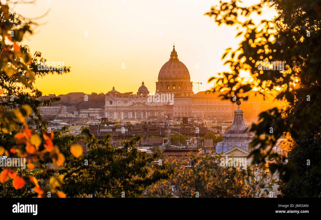 st peter´s basilica at dusk seen from pincian hill in villa borghese gardens, rome, lazio, italy - Stock Image