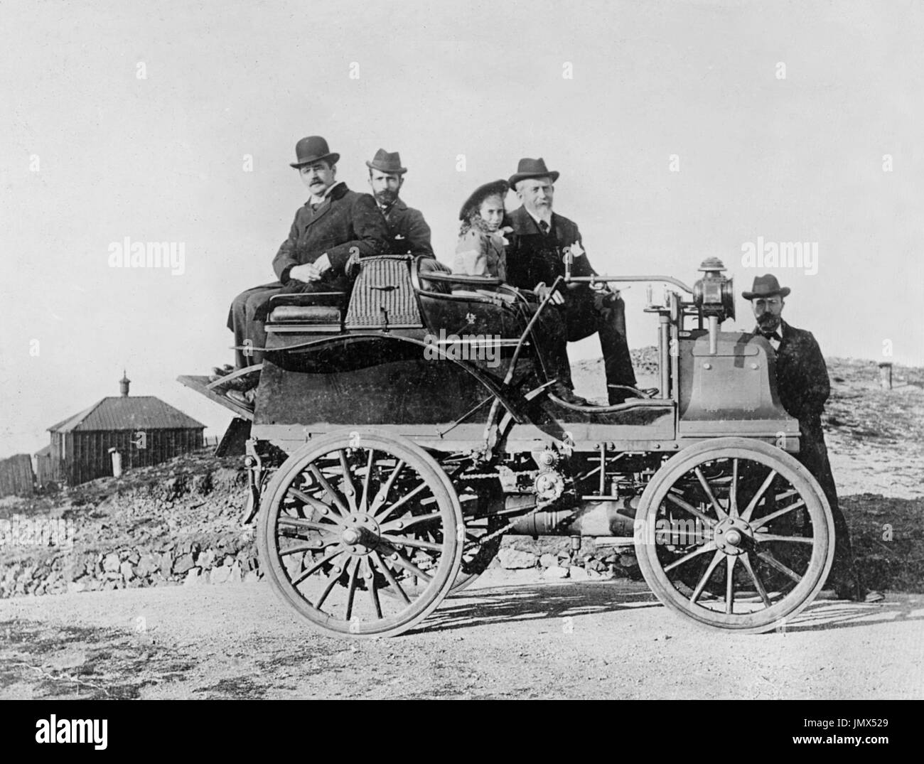 Hon Evelyn Ellis with his daughter and JS Critchely (Daimler works manager). 1896 Daimler, having just climbed Malvern Beacon in the car. - Stock Image