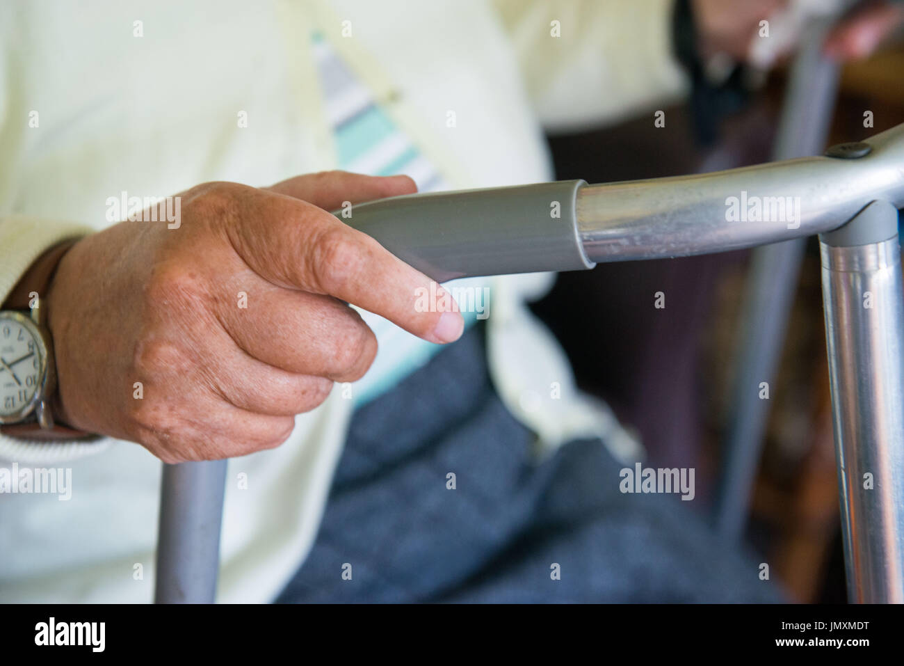 WWW.IANGEORGESONPHOTOGRAPHY.CO.UK Picture: OAP, Pensioner, Zimmer Frame, Mobility, Disability, old age, frail - Stock Image
