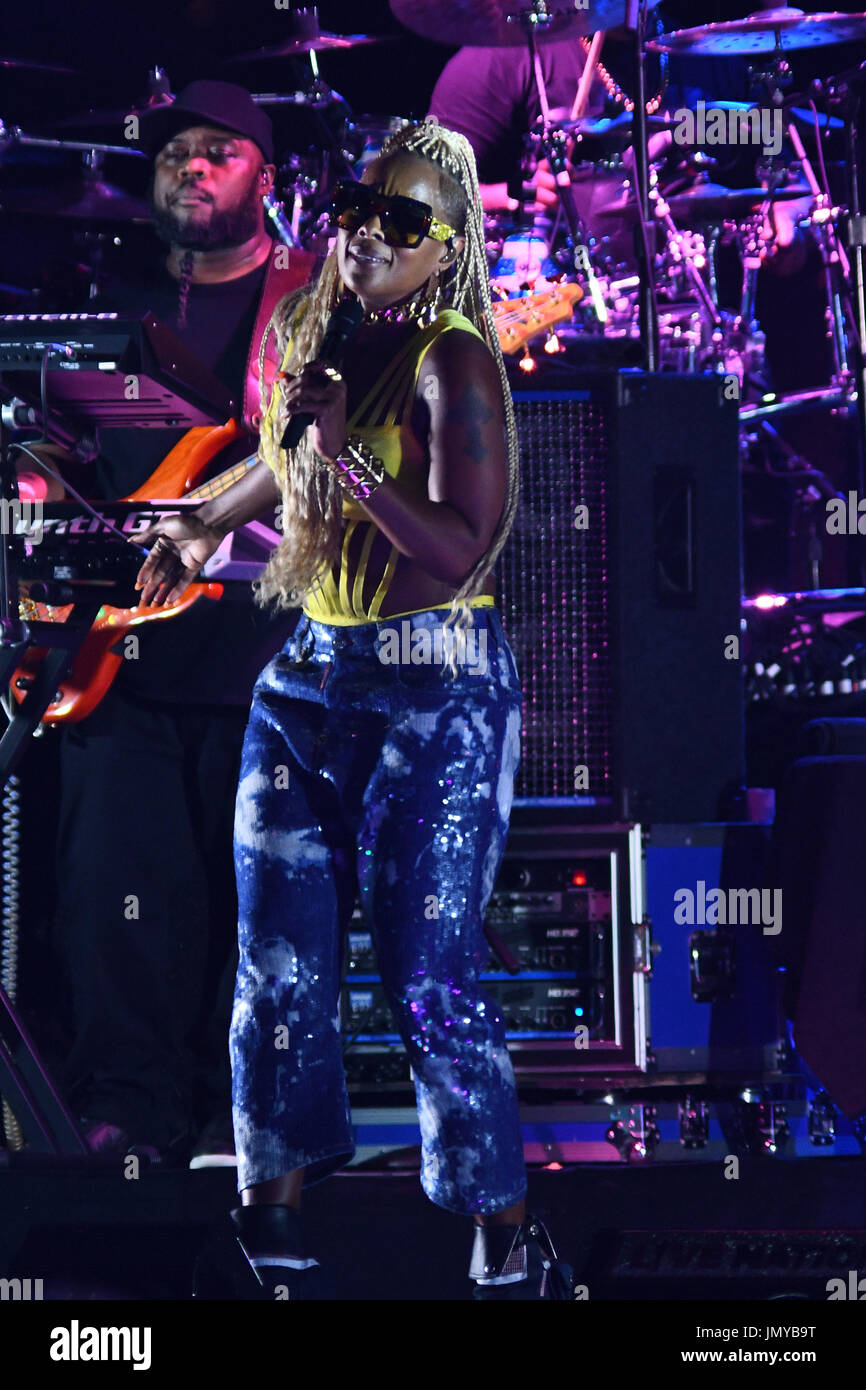 Philadelphia native Mary J Blige headlines the Wawa Welcome America Fourth of July Concert, on the Benjamin Franklin Parkway, in Philadelphia, PA, on  - Stock Image
