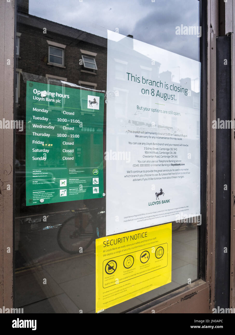 Lloyds Bank Branch Closure notice on the door of the branch - Stock Image