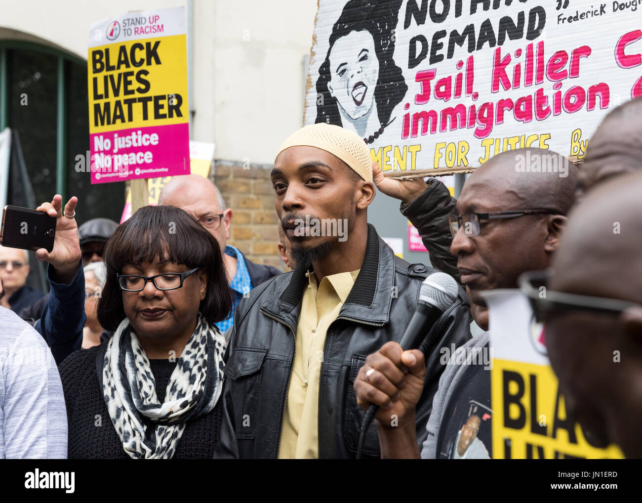 London, UK. 29th July, 2017. Vigil and protest for Rashan Charles outside Stoke Newington Police Station. The fathers - Stock Image
