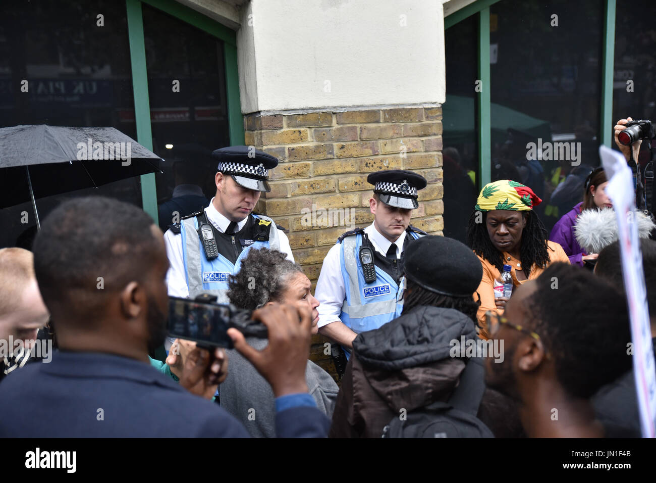 Stoke Newington, London, UK. 29th July, 2017. A vigil for Rashan Charles held outside Stoke Newington police station. Credit: Matthew Chattle/Alamy Live News - Stock Image