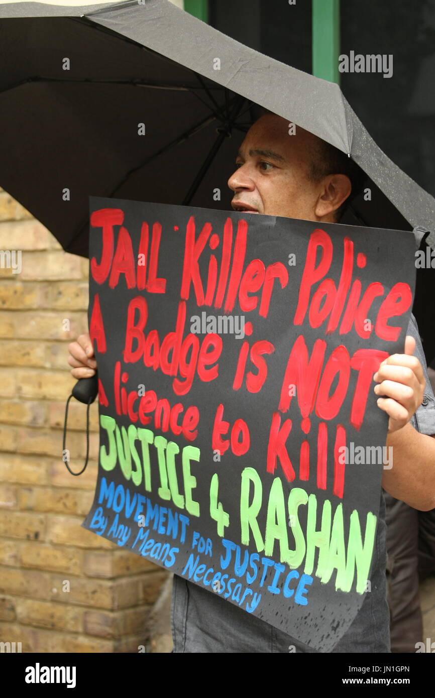 London, UK. 29th July, 2017. A protest takes place outside Stoke Newington police station. Called by Stand Up to Racism the protest focused on the recent death of Rashan Charles, after he was tackled by a police officer, and the death of Edson De Costa who also died following contact with the police a month ago. Roland Ravenhill/ Alamy Live News - Stock Image