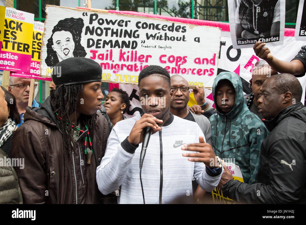 London, UK. 29th July, 2017. Protesters at a vigil for Rashan Charles out side Stoke Newington Police Station in London Credit: Thabo Jaiyesimi/Alamy Live News - Stock Image