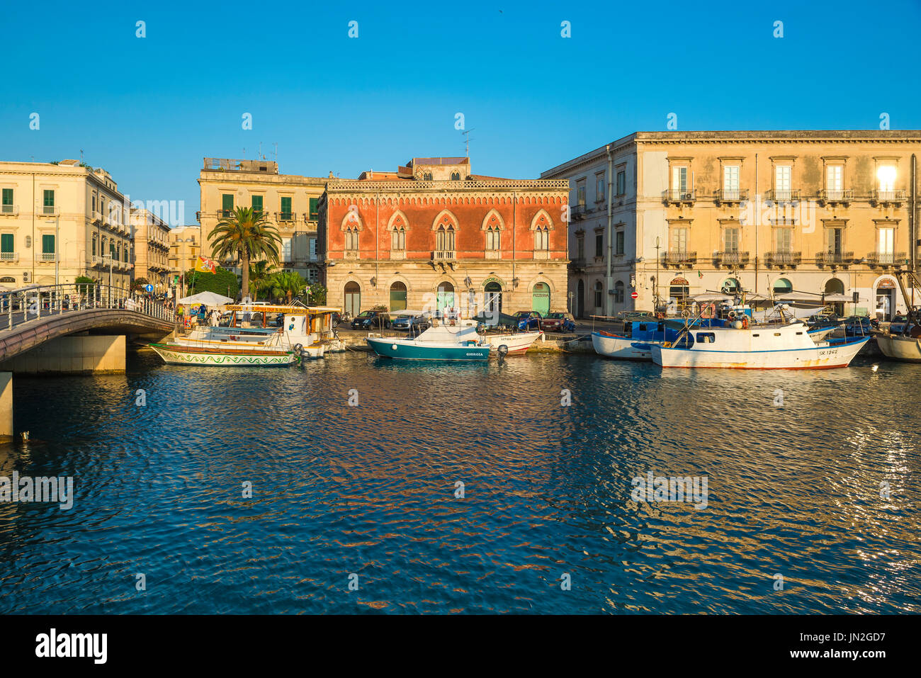 Ortigia Sicily port, view of the renaissance Palazzo Lucchetti and the Darsena Channel that separates Syracuse from the island of Ortigia, Sicily. - Stock Image