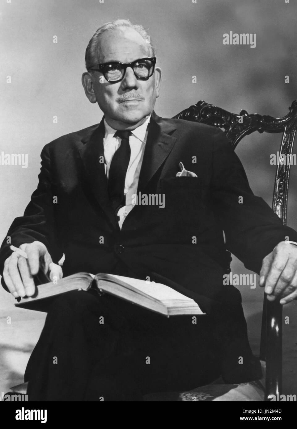 Melvyn Douglas, Publicity Portrait for the 'Project 20' Television Program, 'Meet George Washington', NBC, 1969 - Stock Image