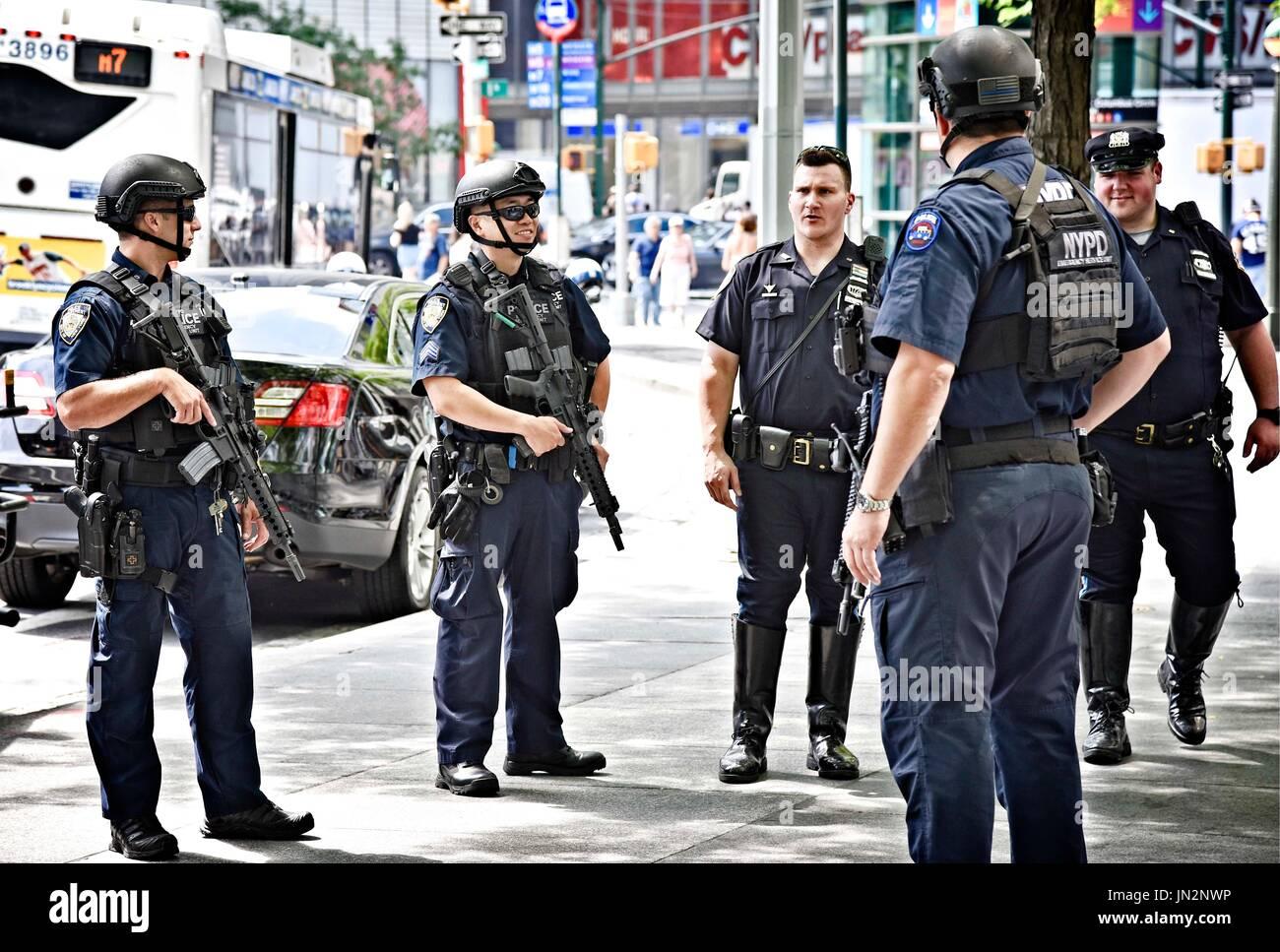 USA NY New York City Manhattan NYPD heavily armed police. Stock Photo