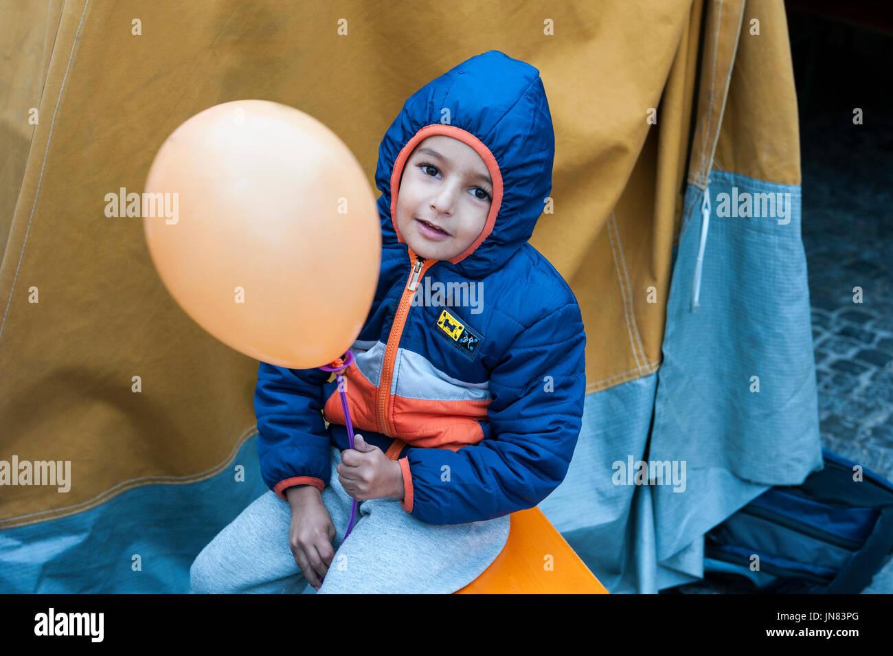 War Refugee Stock Photos & War Refugee Stock Images - Alamy