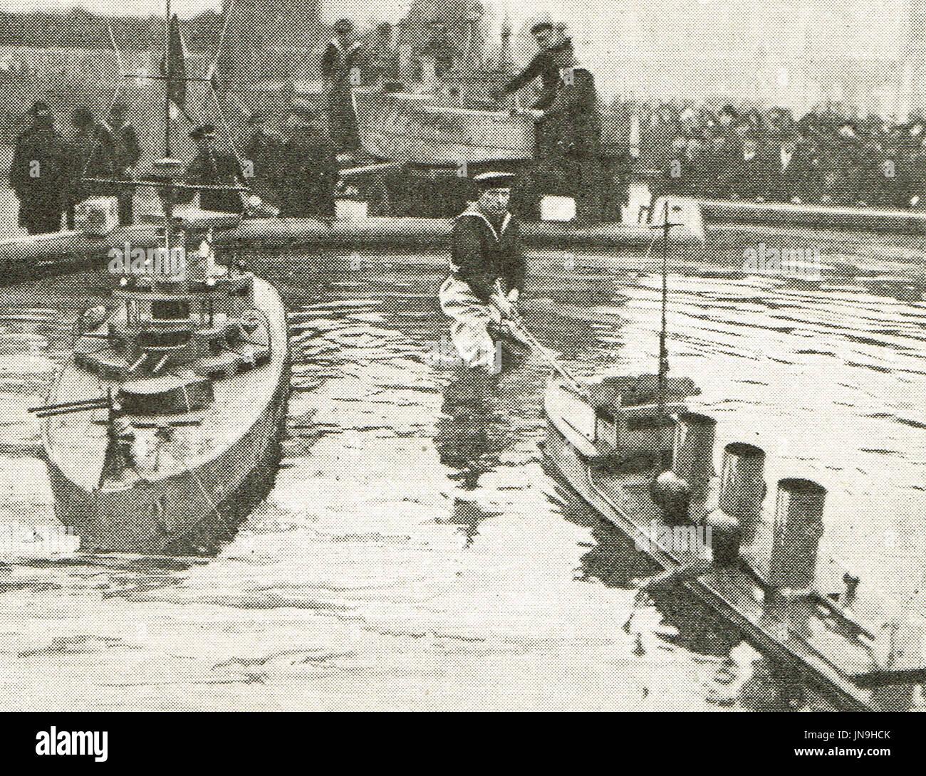 Sailor arranging the miniature fleet, Trafalgar square, 1918 - Stock Image