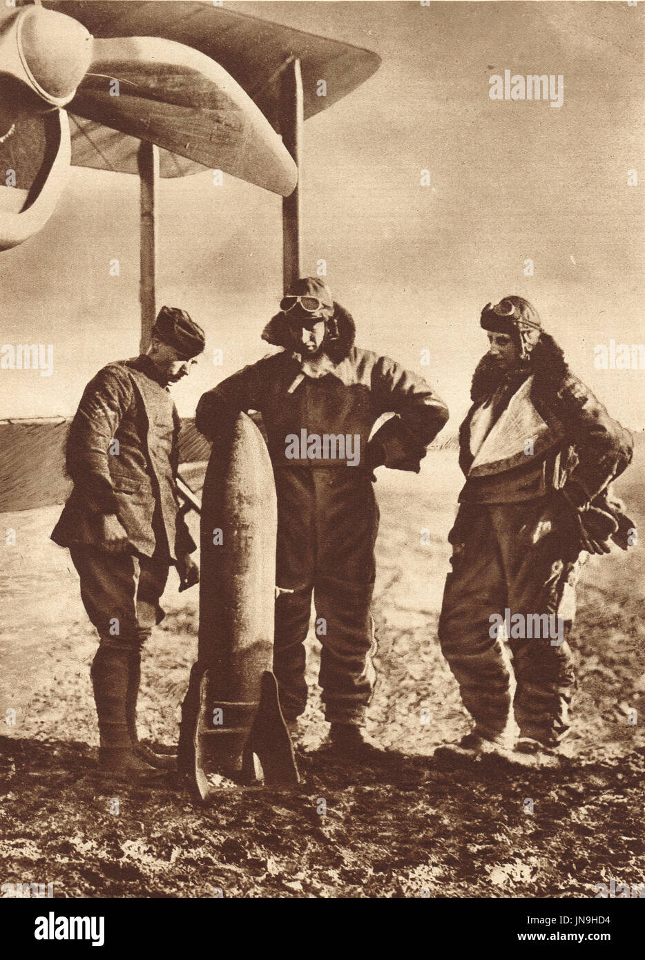 British Airmen contemplating destructive power of the Bomb they have to deliver, ww1 - Stock Image