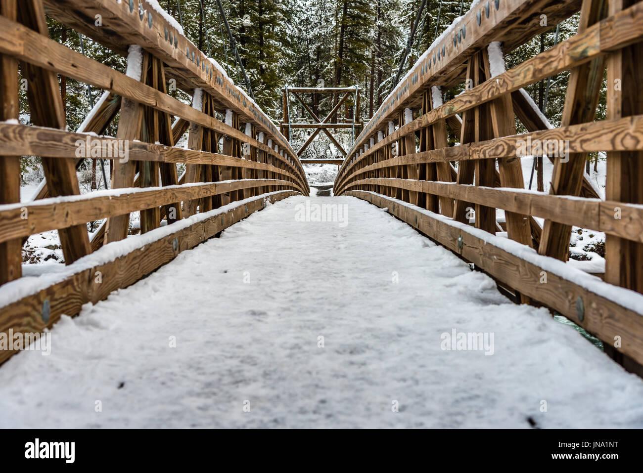 Swinging bridge at Riverside State Park. - Stock Image