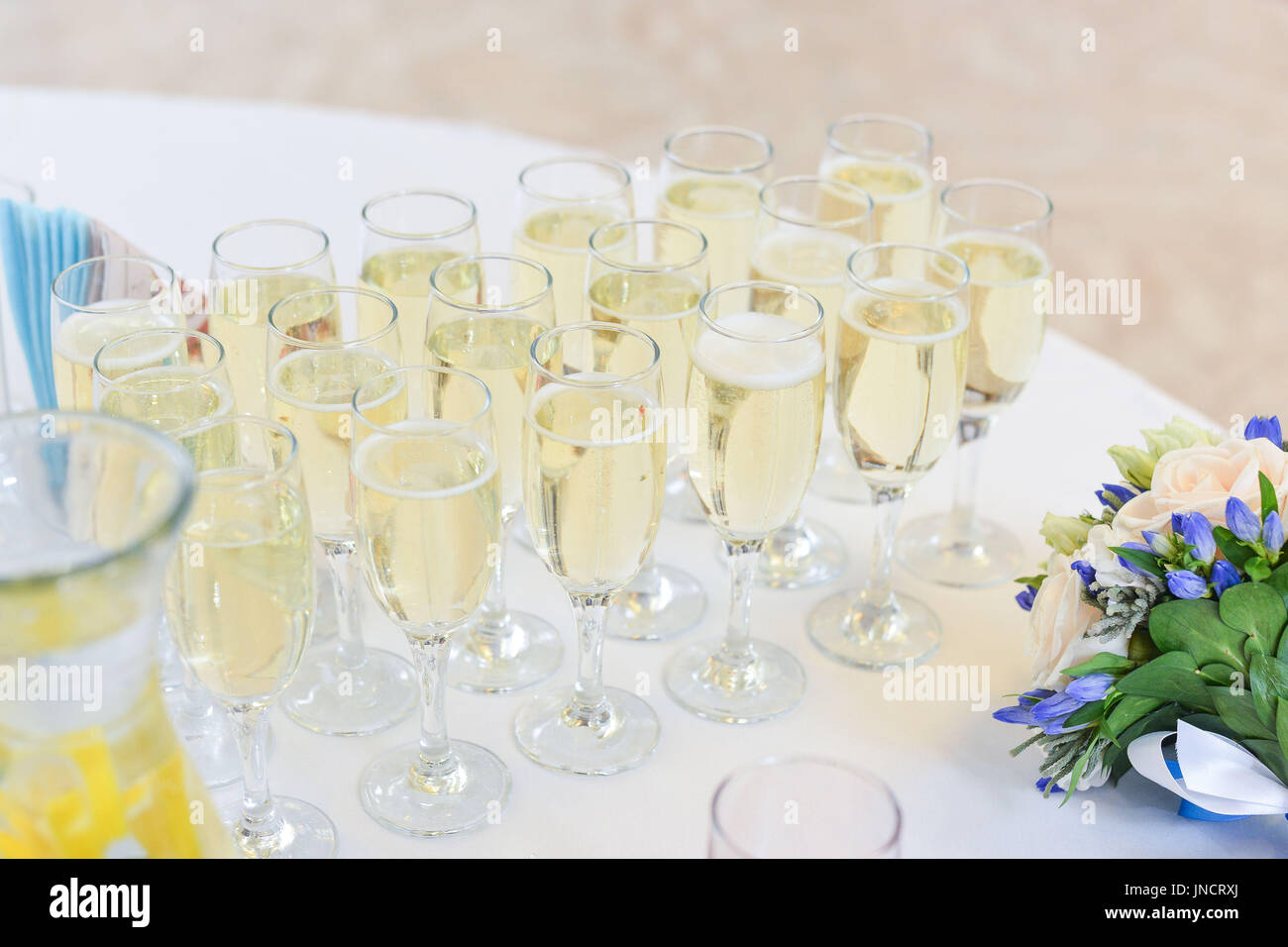 Wedding table setting in restaurant - Stock Image