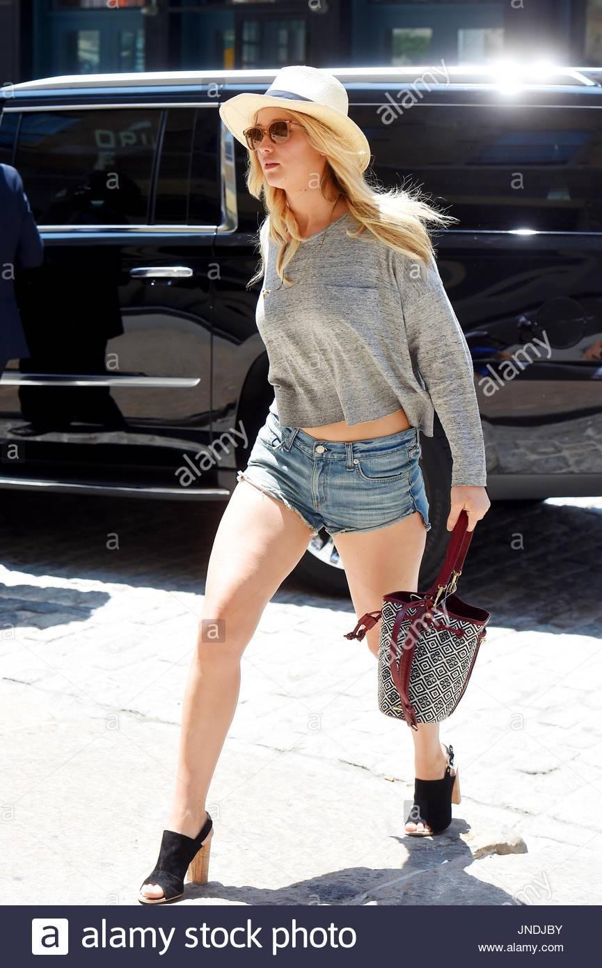Jennifer Lawrence. Jennifer Lawrence seen house shopping in Tribeca . - Stock Image