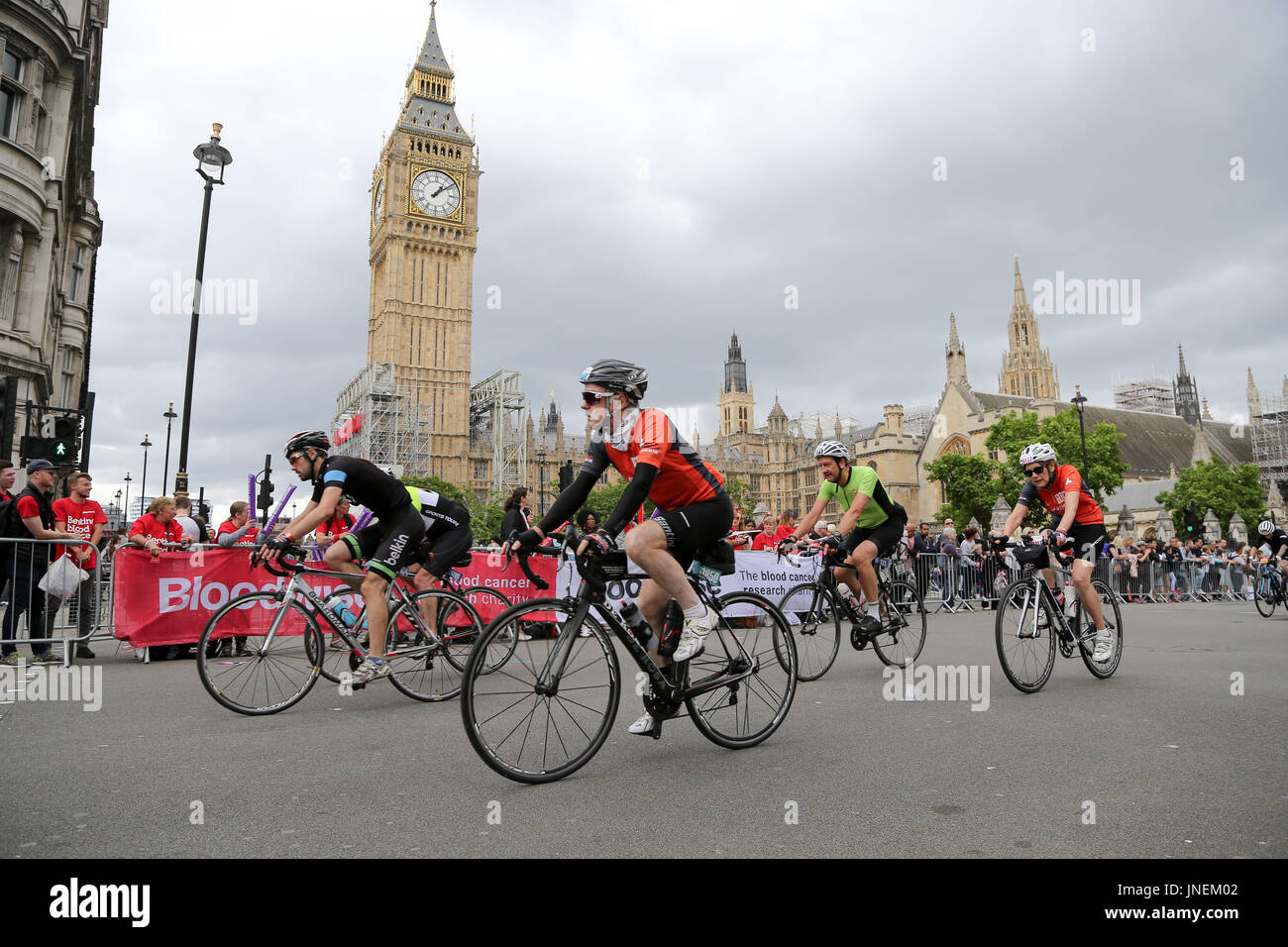 London, UK. 30th July, 2017. Riders passes Big Ben in the Prudential London-Surrey 100 cycle challenge. Thousands Stock Photo
