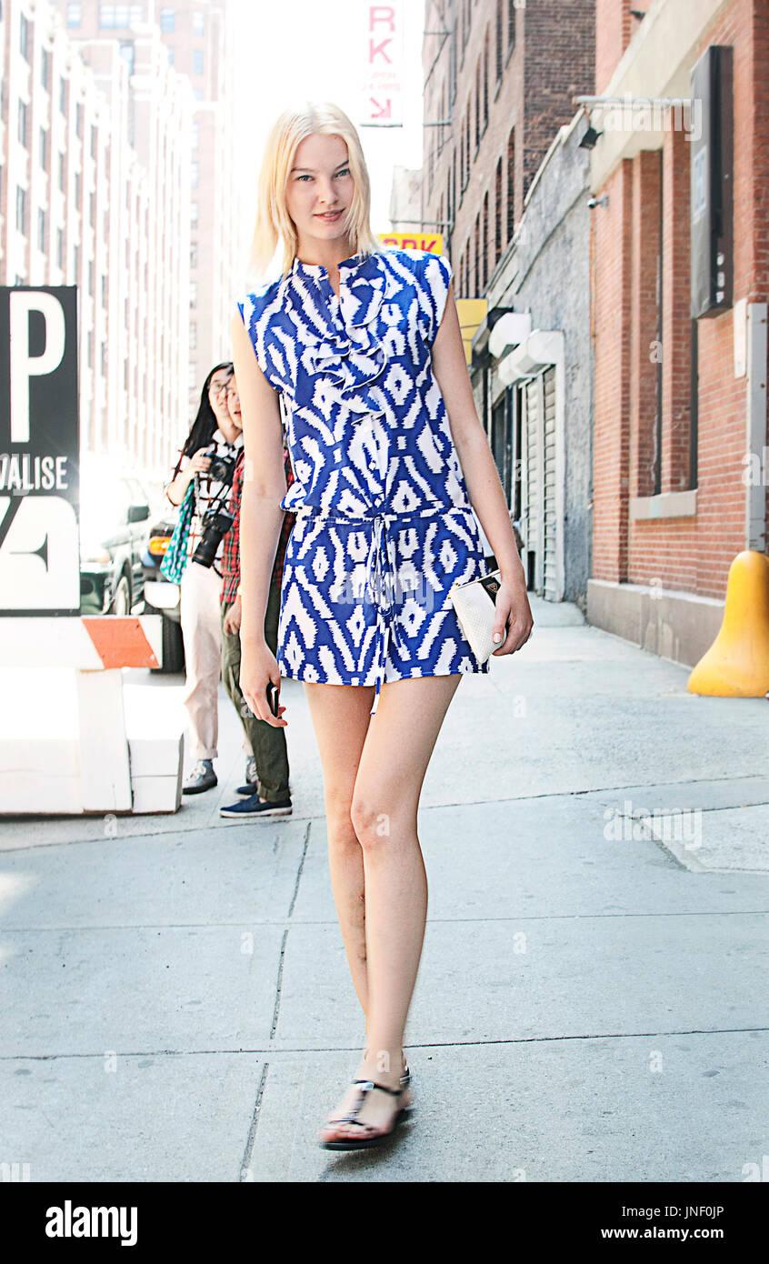 Model Off Duty Summer Fashion Stock Photo Alamy