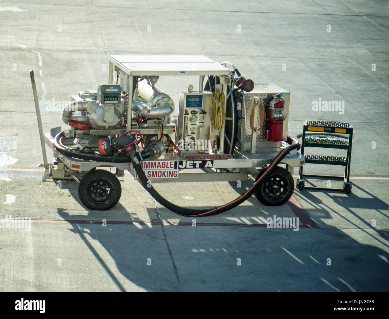 Garsite aircraft refueler, Towable Hydrant Cart - Stock Image