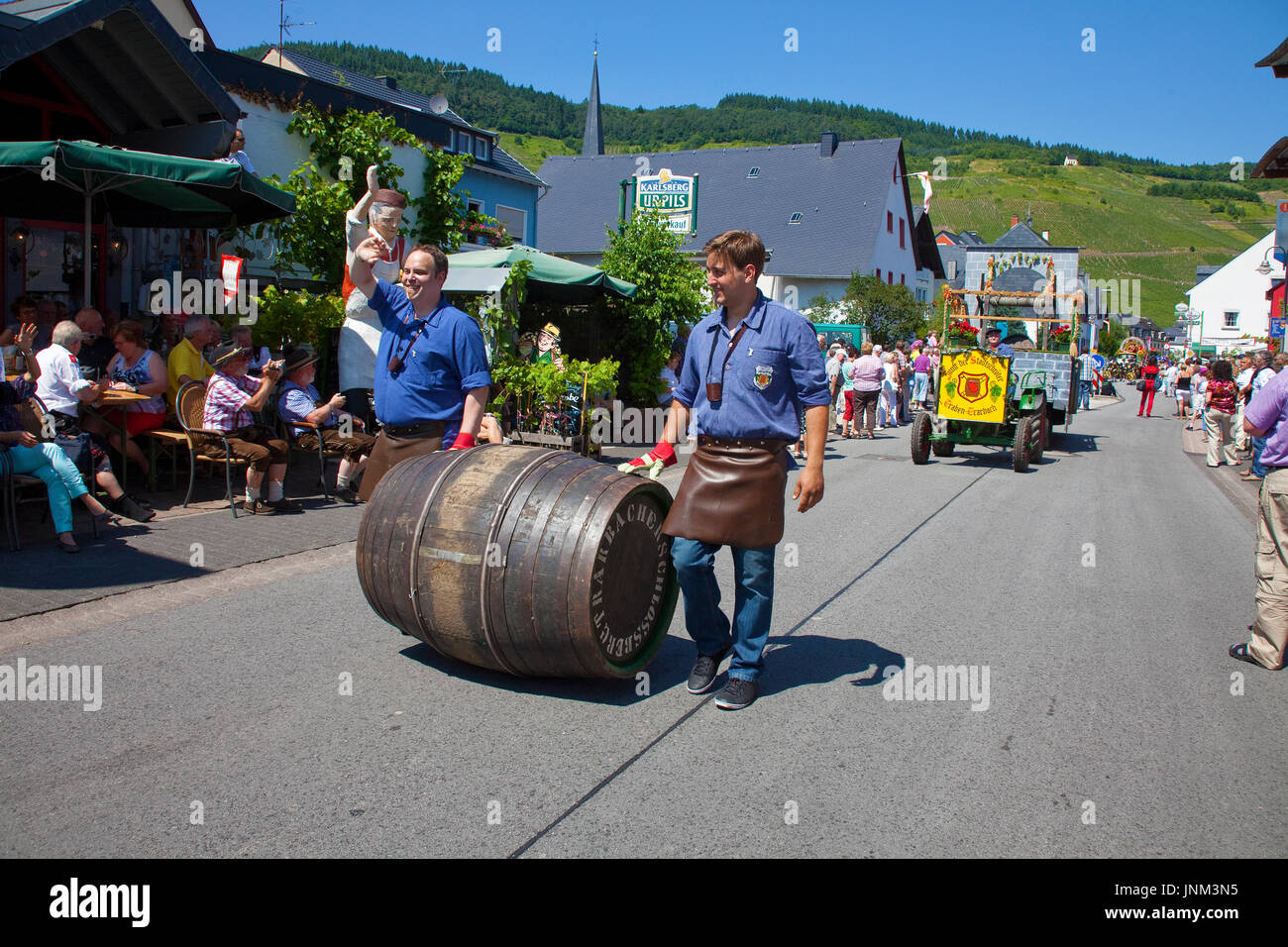 Trachtengruppe, Trachtengruppe beim internationalen Trachtenfest in Kröv, Mosel, Mittelmosel, Rheinland-Pfalz, Deutschland, Europa | International fes - Stock Image