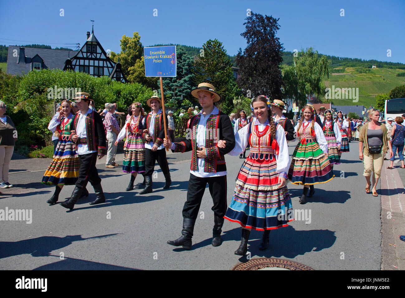 Folkloreensemble Slowianki Krakau, Polen beim internationalen Trachtenfest in Kröv, Mosel, Mittelmosel, Rheinland-Pfalz, Deutschland, Europa | Interna - Stock Image