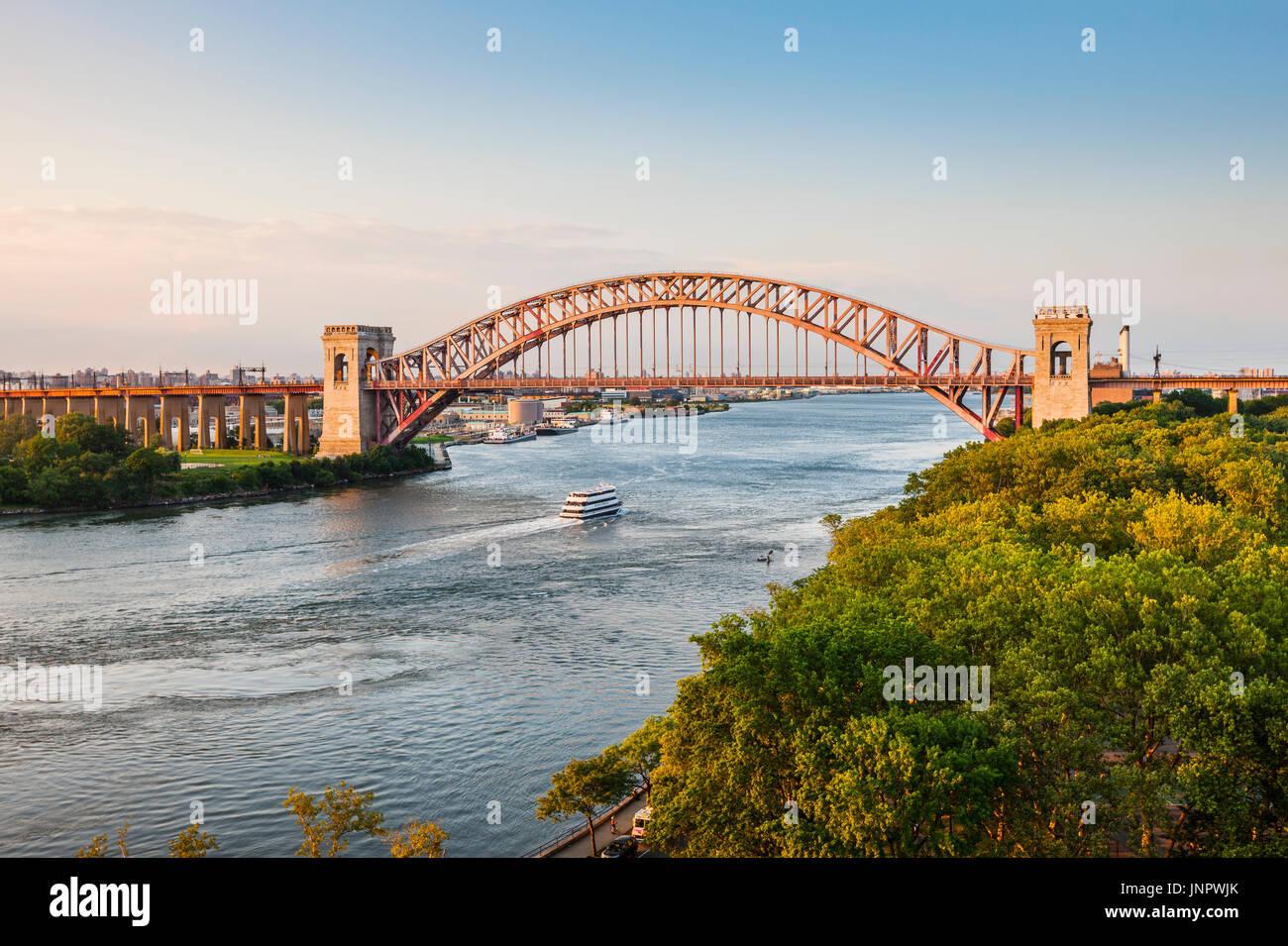 Hell Gate Bridge, near Astoria, park, New York City - Stock Image