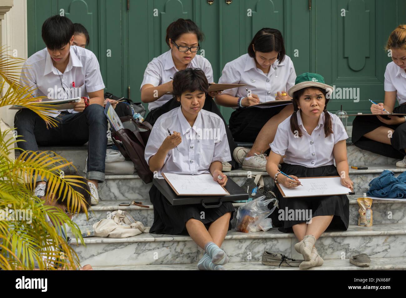 b8a719a0 Bangkok, Thailand - February 18, 2015: Art students drawing at the Grand  Palace