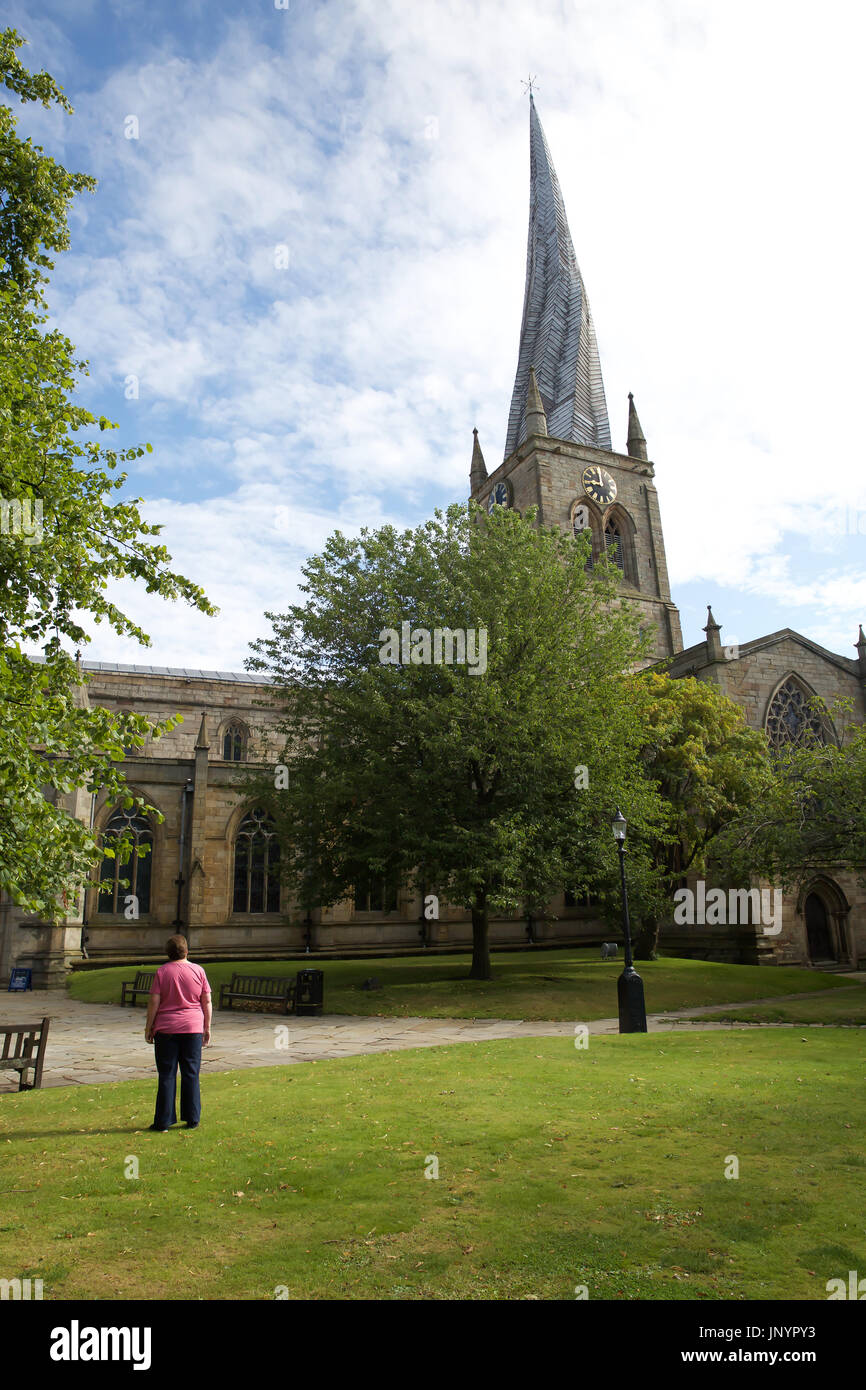 Chesterfield, UK. 31st July, 2017. Blue skies over St Mary's and all Saints   crooked spire church in Chesterfield Stock Photo