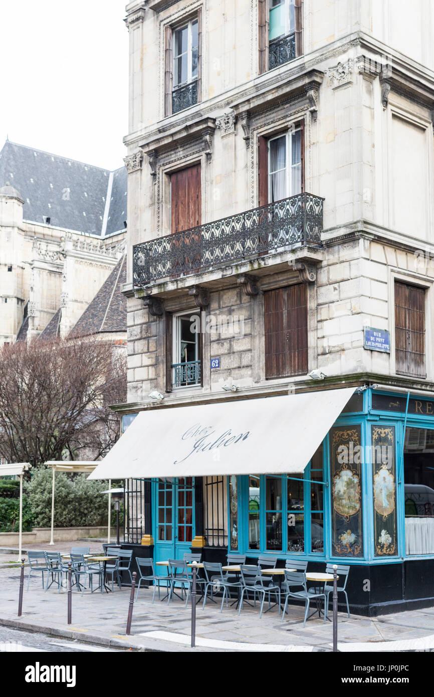 Paris, France - March 2, 2016: Chez Julien restaurant exterior on rue du Pont Louis-Philippe in the Marais, Paris - Stock Image