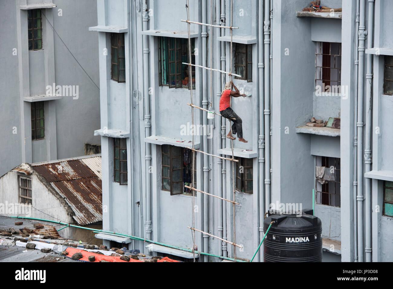 Building maintenance in Old Dhaka, Bangladesh - Stock Image