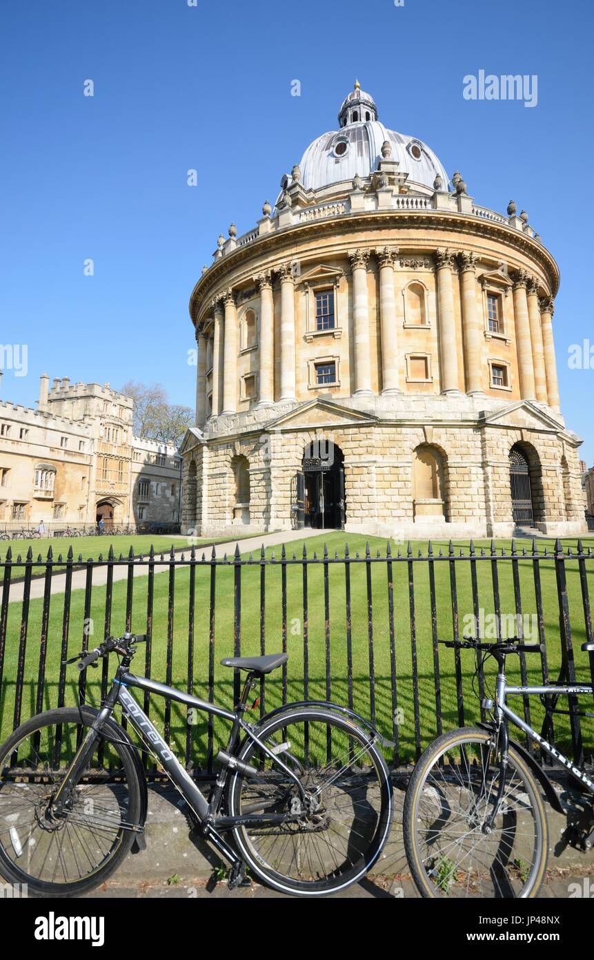 Radcliffe Camera Oxford with Bikes in Foreground - Stock Image