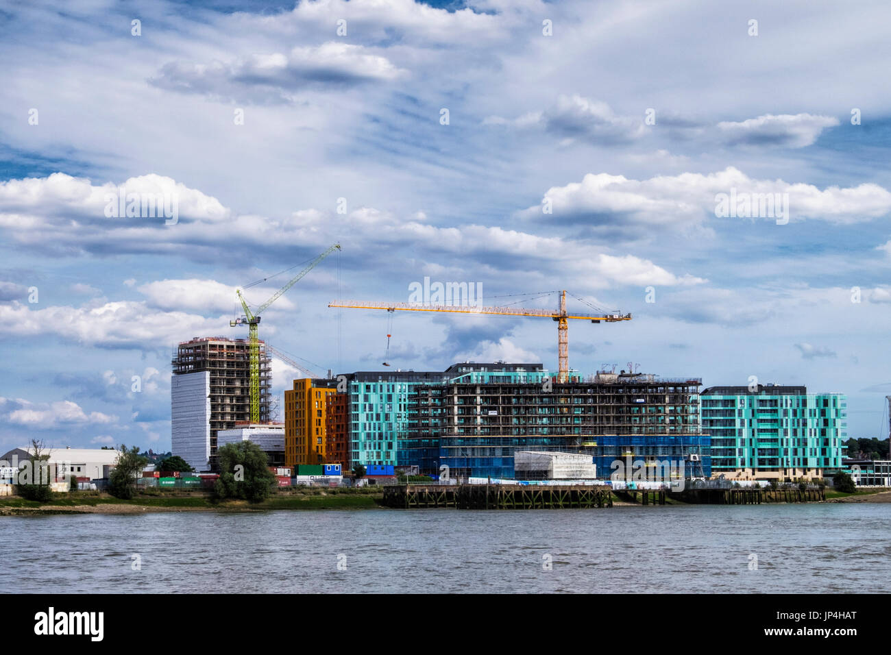 London,Greenwich. Enderby Wharf. New Build luxury riverside apartments by Developer Barratts Homes. Site of a future cruise ship terminal - Stock Image