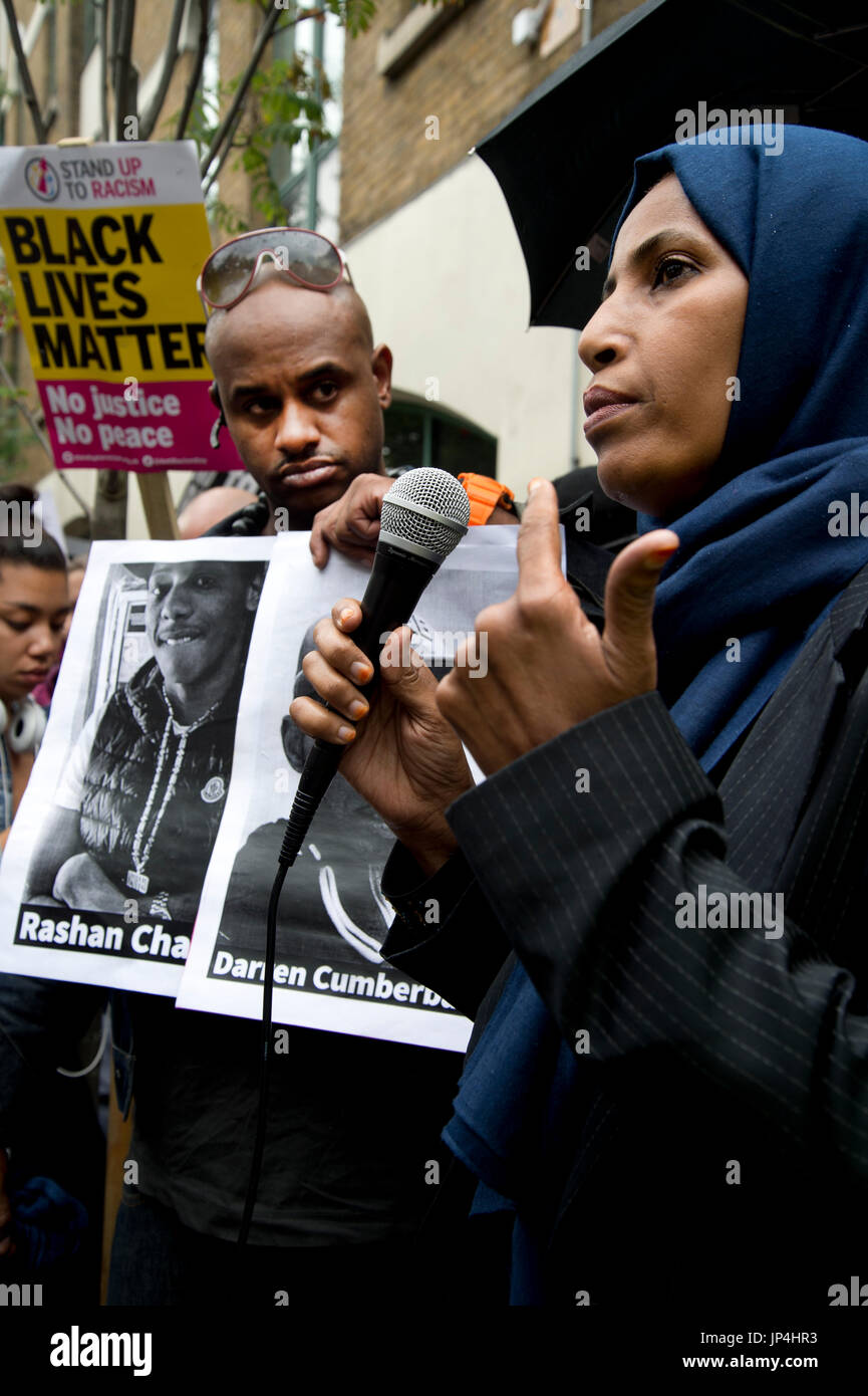 Rally,organised by Stand Up To Racism, outside Stoke Newington police station, Hackney, after the death of  20 year old Rashan Charles who died on 22n - Stock Image