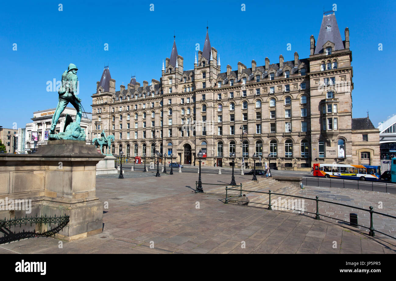 Former North Western Hotel, now student accommodation for Liverpool John Moores University, opposite St George's Hall, Lime Street, Liverpool, UK. - Stock Image