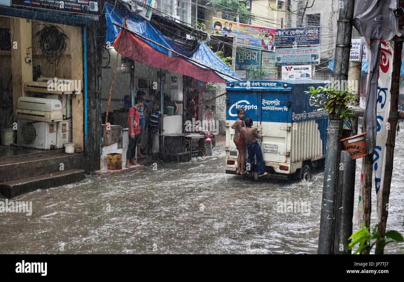 Surviving the monsoon, Dhaka, Bangladesh - Stock Image