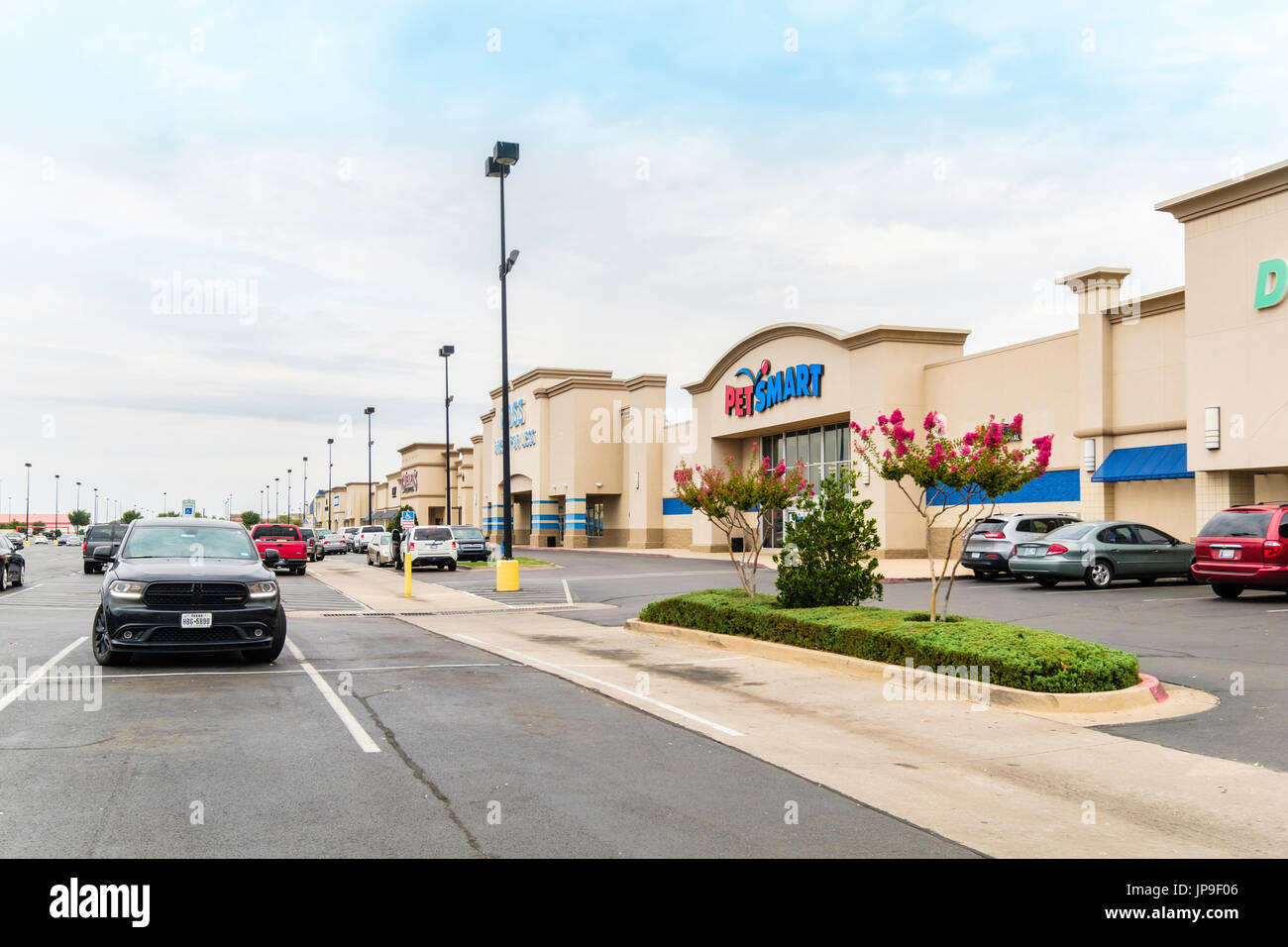 Wide angle of a strip mall and shopfronts in Oklahoma City, Oklahoma, USA. - Stock Image