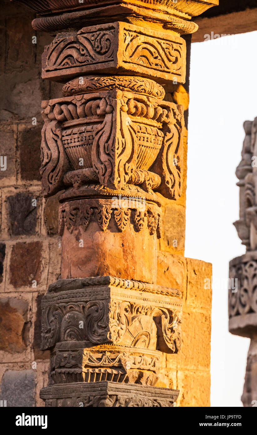 An ornately carved column in the Qutb Complex in Delhi, India. - Stock Image