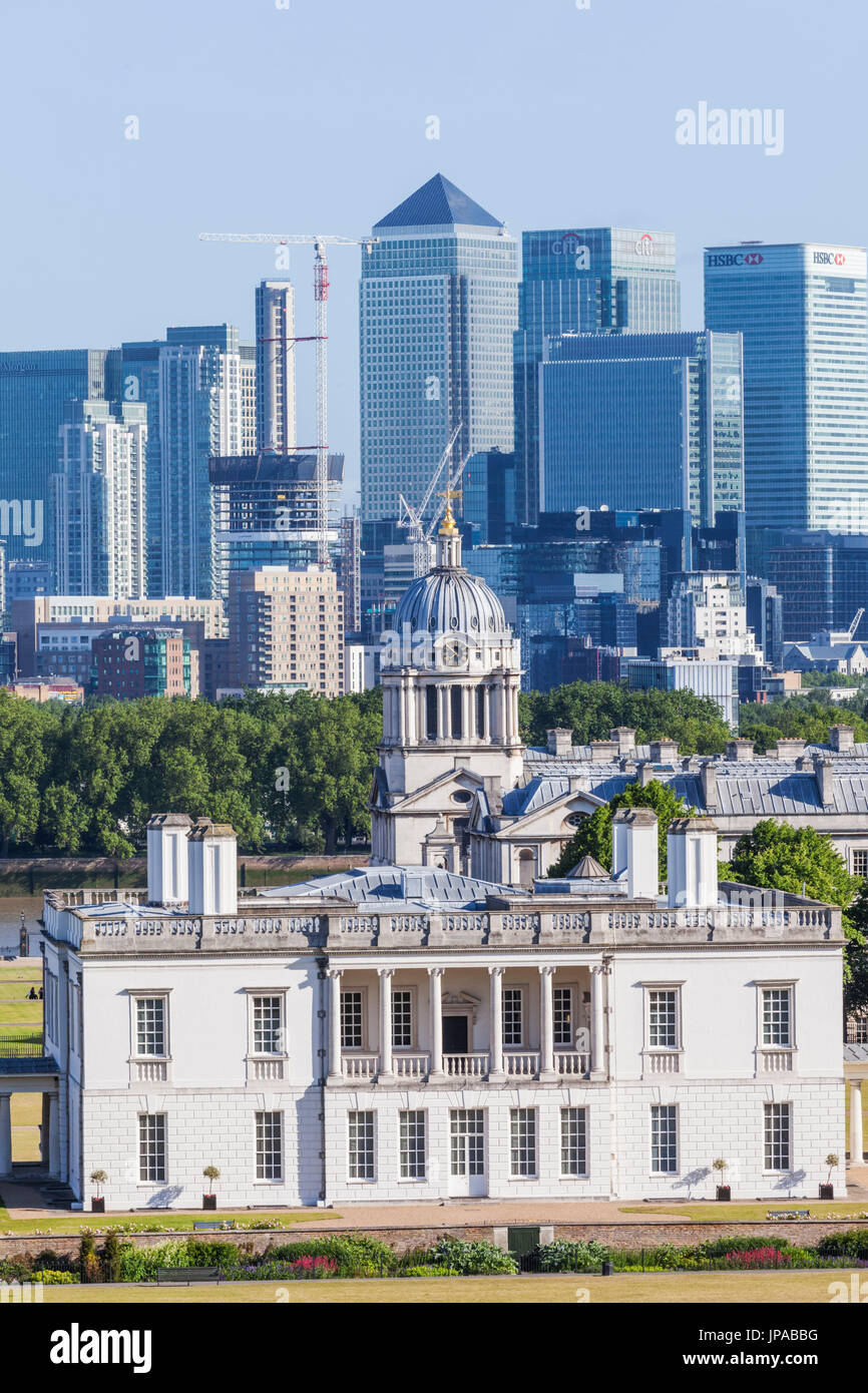 England, London, Greenwich, Queens House Museum and Canary Wharf Skyline - Stock Image