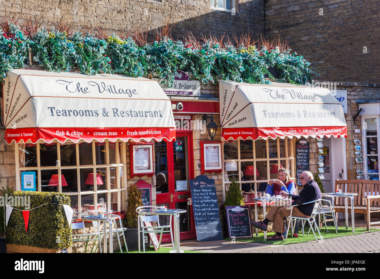 England, Gloucestershire, Cotswolds, Bourton-on-the-Water, Tearoom - Stock Image