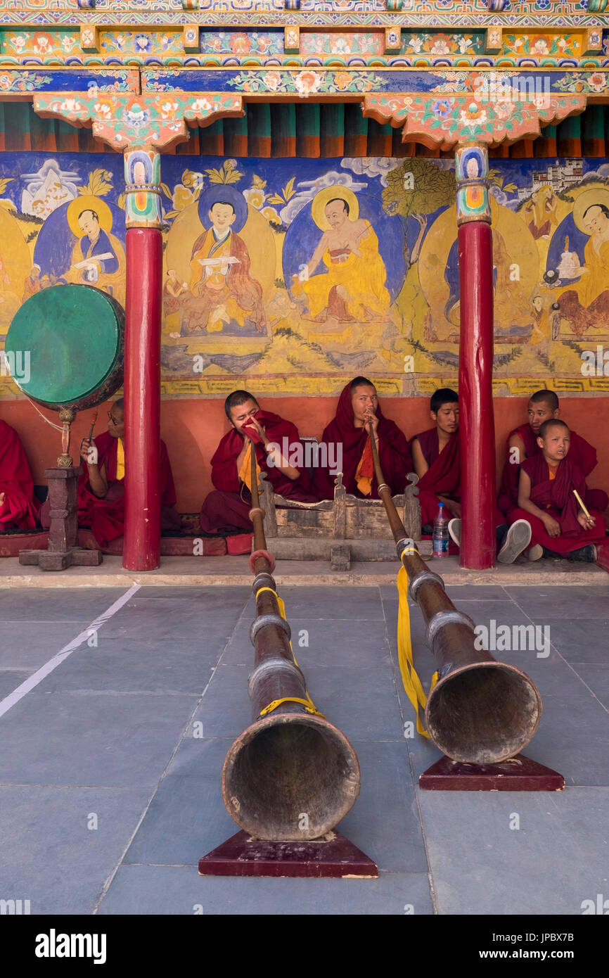 Thiksey Monastery, Indus Valley, Ladakh, India, Asia. Buddhist monks playing Tibetan horn. - Stock Image