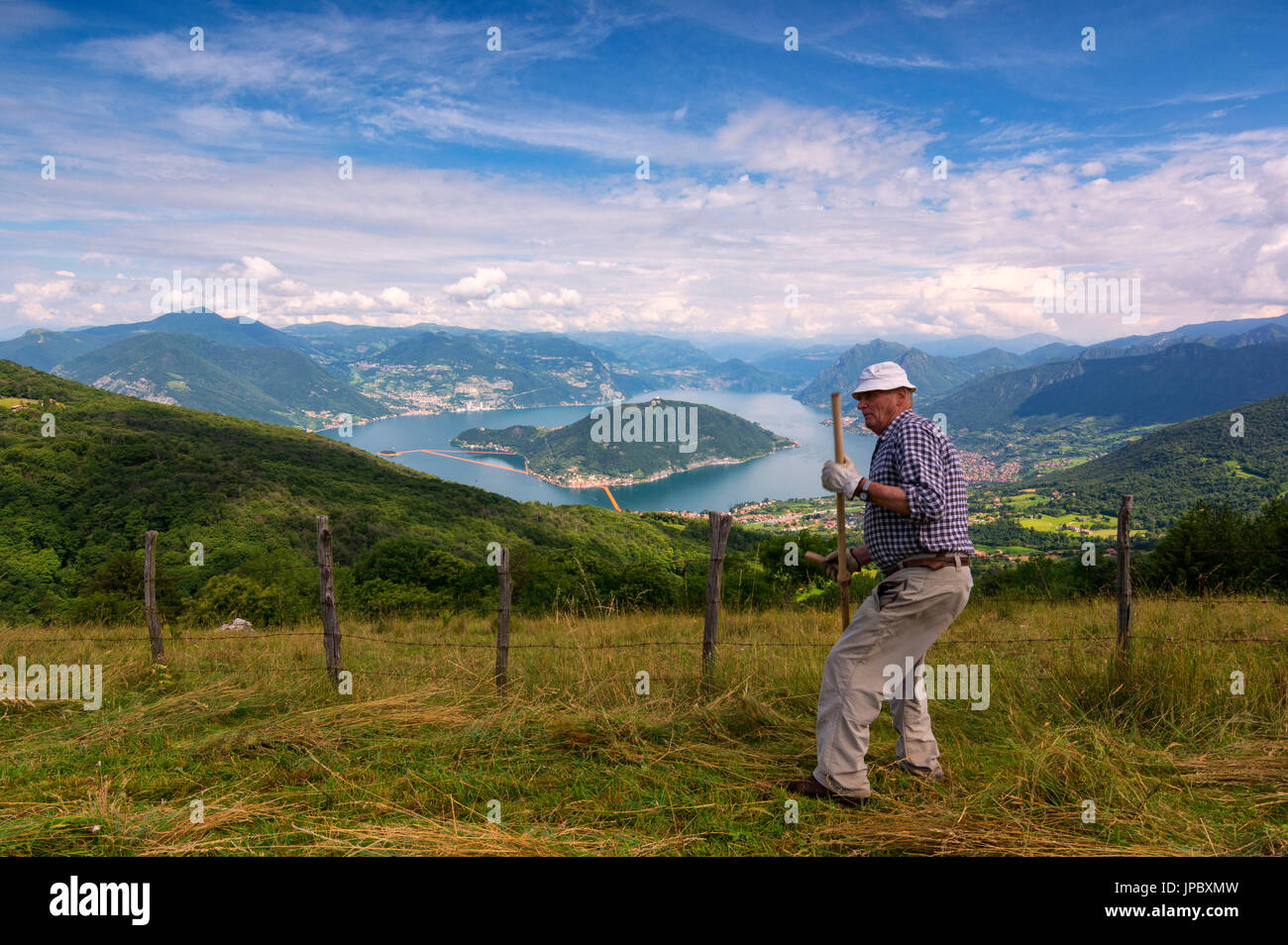 Europe, Italy, farmer in the hills of Lake Iseo, province of Brescia. - Stock Image